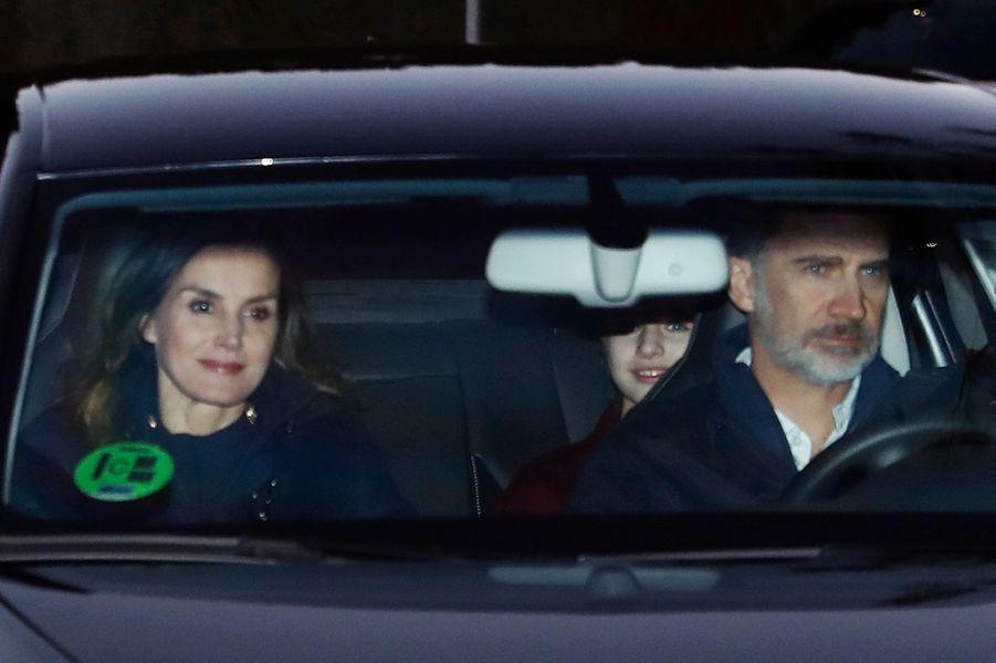 La reine Letizia et le roi Felipe VI d'Espagne avec la princesse Leonor à Madrid, le 6 janvier 2019
