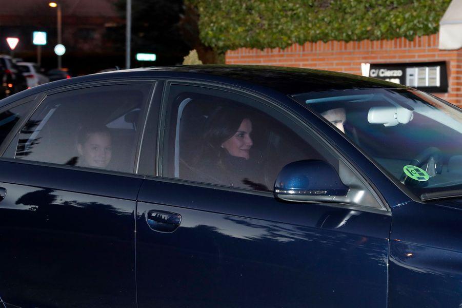 La princesse Sofia d'Espagne avec la reine Letizia et le roi Felipe VI à Madrid, le 6 janvier 2019