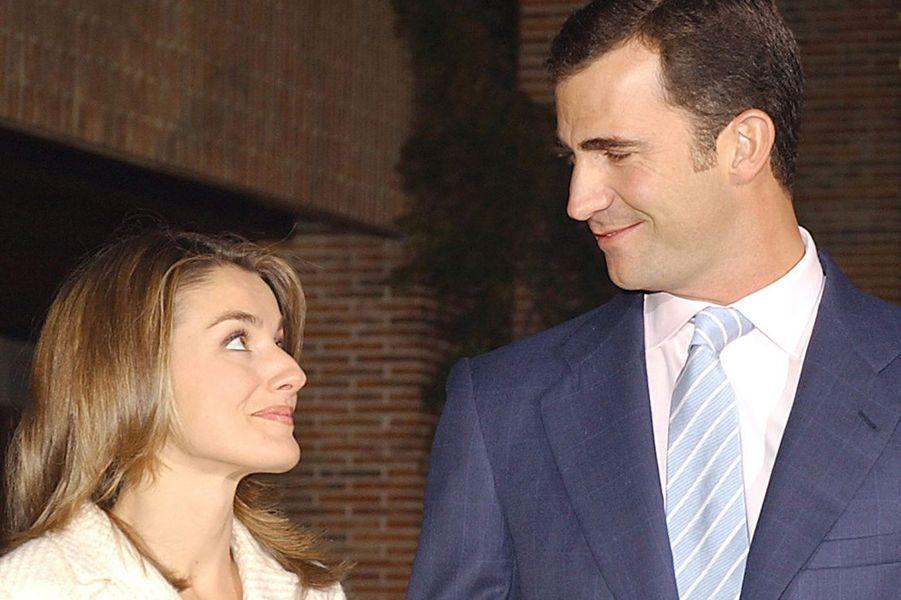 Letizia Ortiz et son fiancé le prince Felipe d'Espagne, le 3 novembre 2003