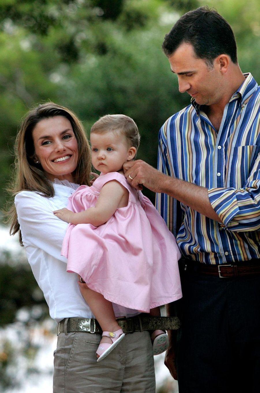 La princesse Letizia et le prince Felipe d'Espagne avec la princesse Leonor, le 8 août 2006