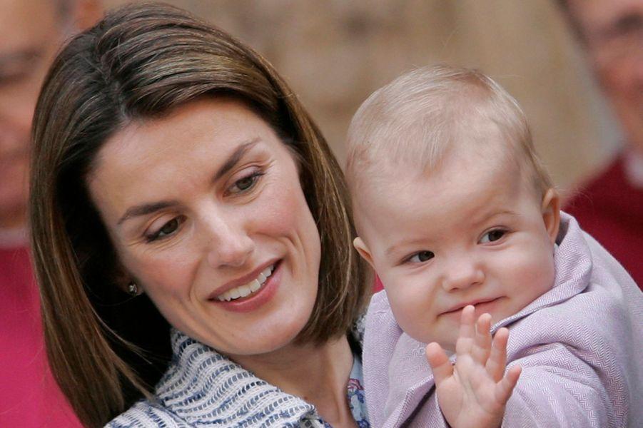 La princesse Letizia d'Espagne avec la princesse Sofia, le 23 mars 2008
