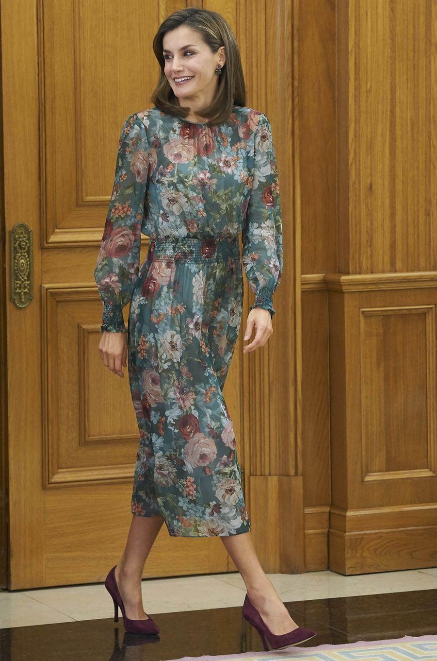 La reine Letizia d'Espagne en Zara, à Madrid le 17 octobre 2017