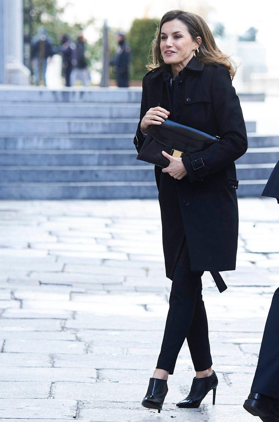 La reine Letizia d'Espagne, en noir, à Madrid, le 15 mars 2018
