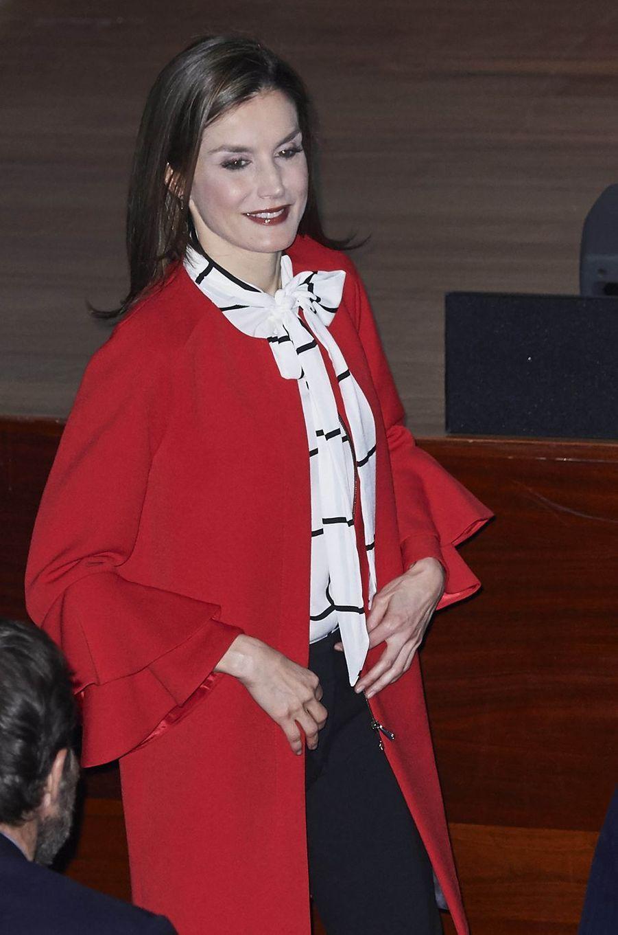 La reine Letizia d'Espagne dans un manteau Zara à volants à Madrid, le 14 mars 2017