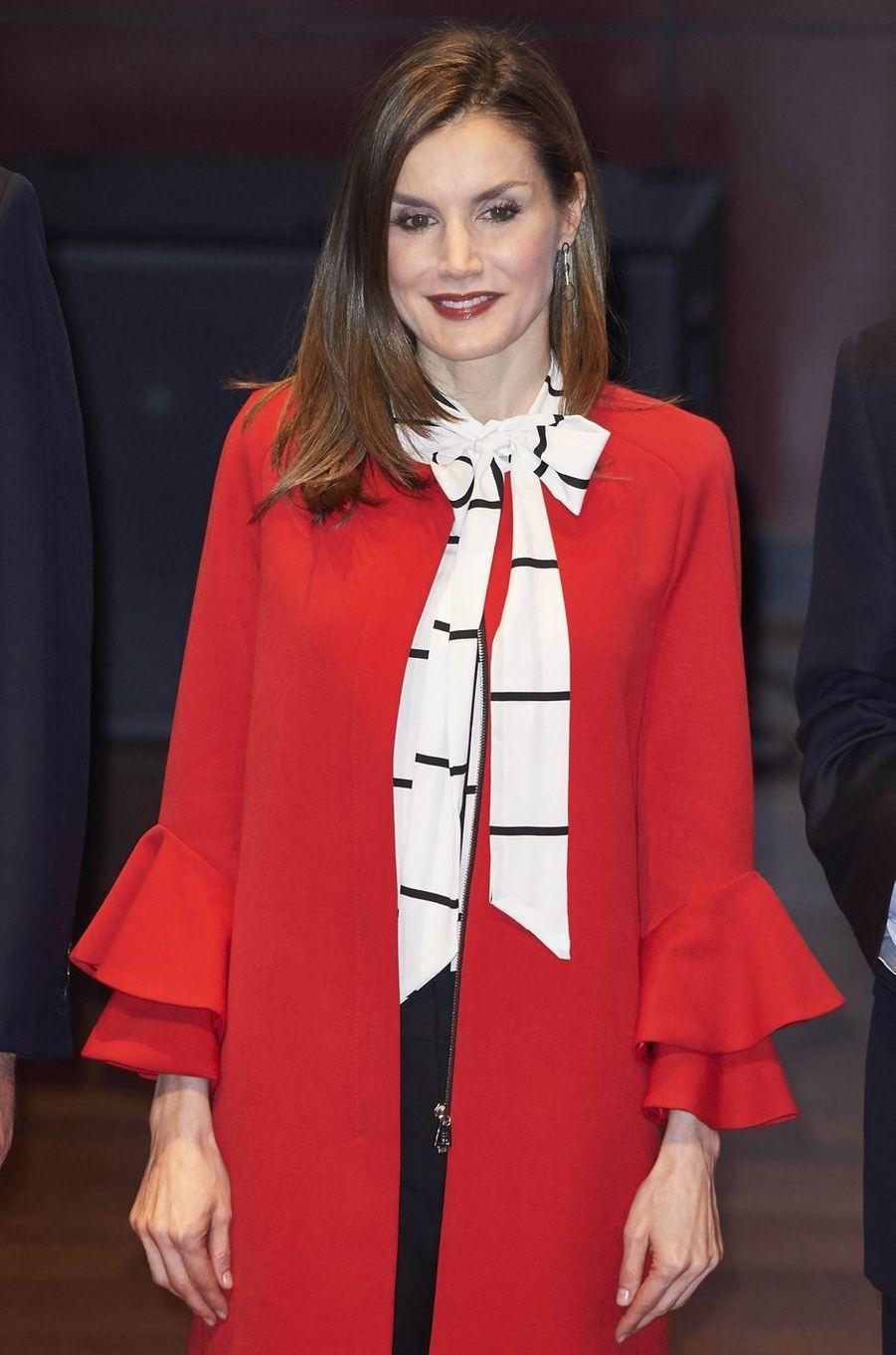 La reine Letizia d'Espagne dans son manteau Zara à Madrid, le 14 mars 2017