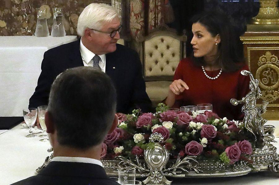La reine Letizia et le roi Felipe VI d'Espagne avec le président allemand à Madrid, le 24 octobre 2018