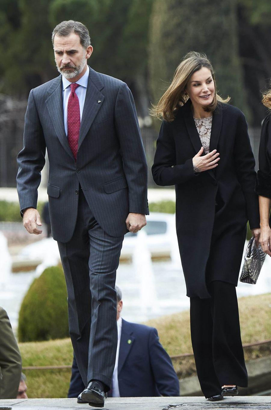 La reine Letizia et le roi Felipe VI d'Espagne à Mostoles, le 12 février 2018