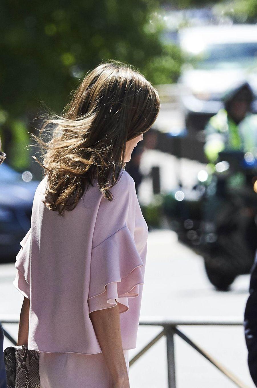 La reine Letizia d'Espagne, de dos, à Madrid, le 4 juillet 2017