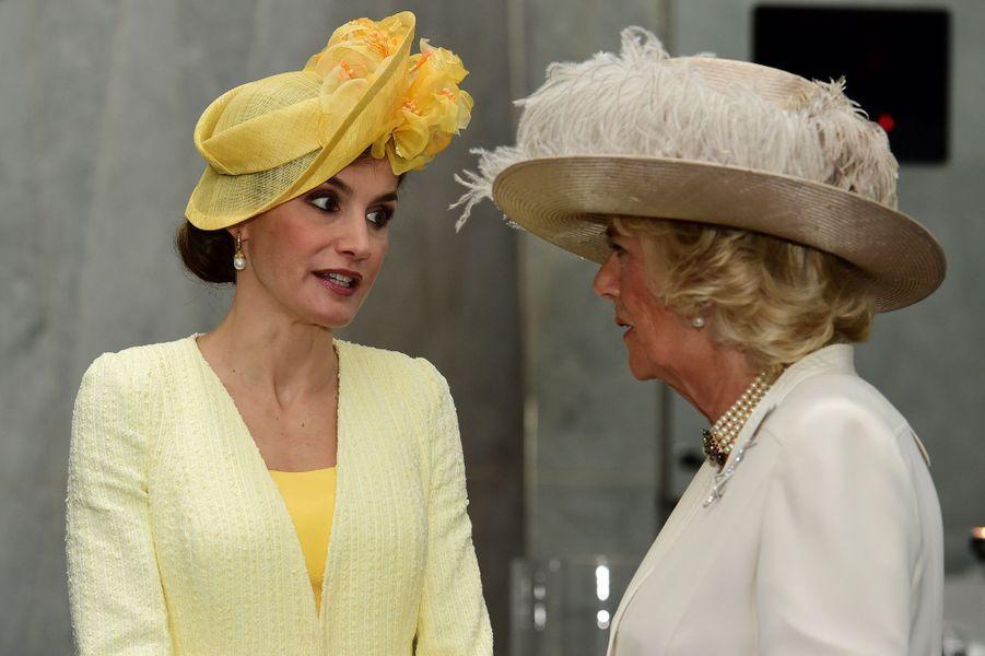 La reine Letizia d'Espagne avec la duchesse de Cornouailles Camilla à Londres, le 12 juillet 2017