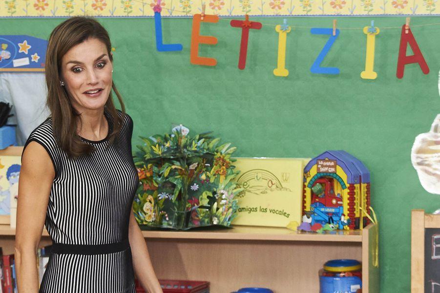 La reine Letizia d'Espagne dans une école à La Laguna aux Canaries, le 19 septembre 2017