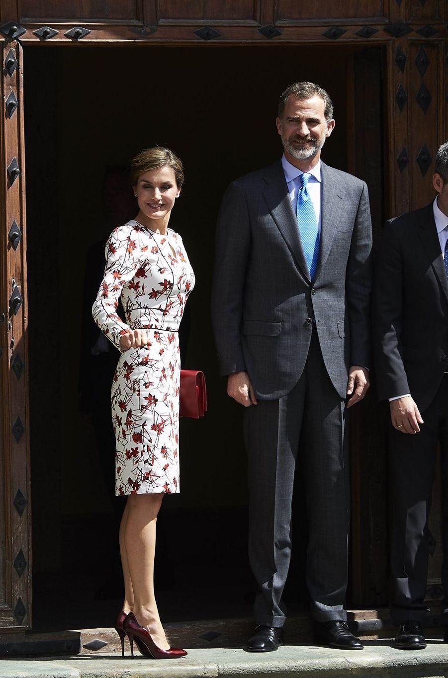 La reine Letizia et le roi Felipe VI d'Espagne débutent leur visite sur l'île de Grande Canarie, le 24 avril 2017