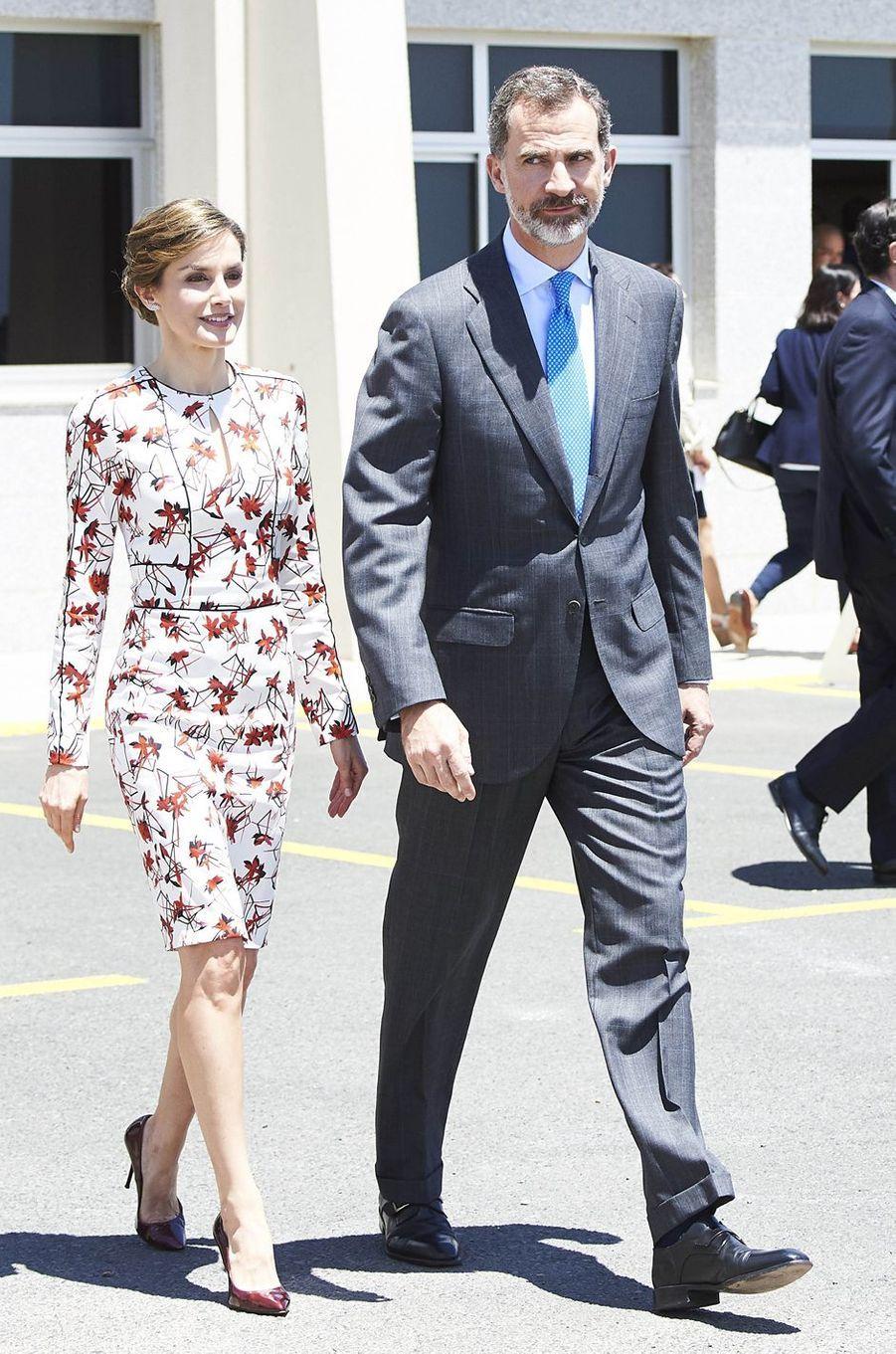 La reine Letizia et le roi Felipe VI d'Espagne sur l'île de Grande Canarie, le 24 avril 2017