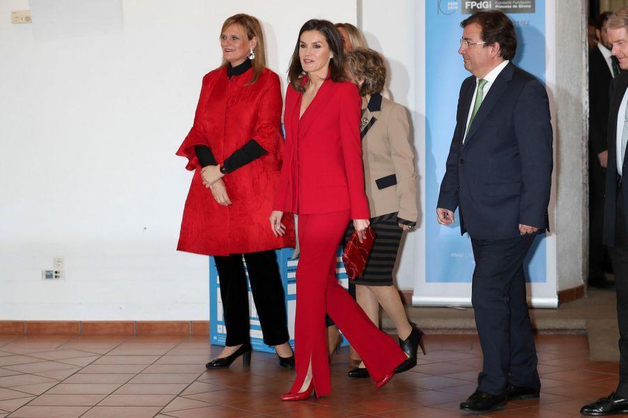La reine Letizia d'Espagne dans un tailleur pantalon Roberto Torretta à Cáceres, le 6 mars 2019