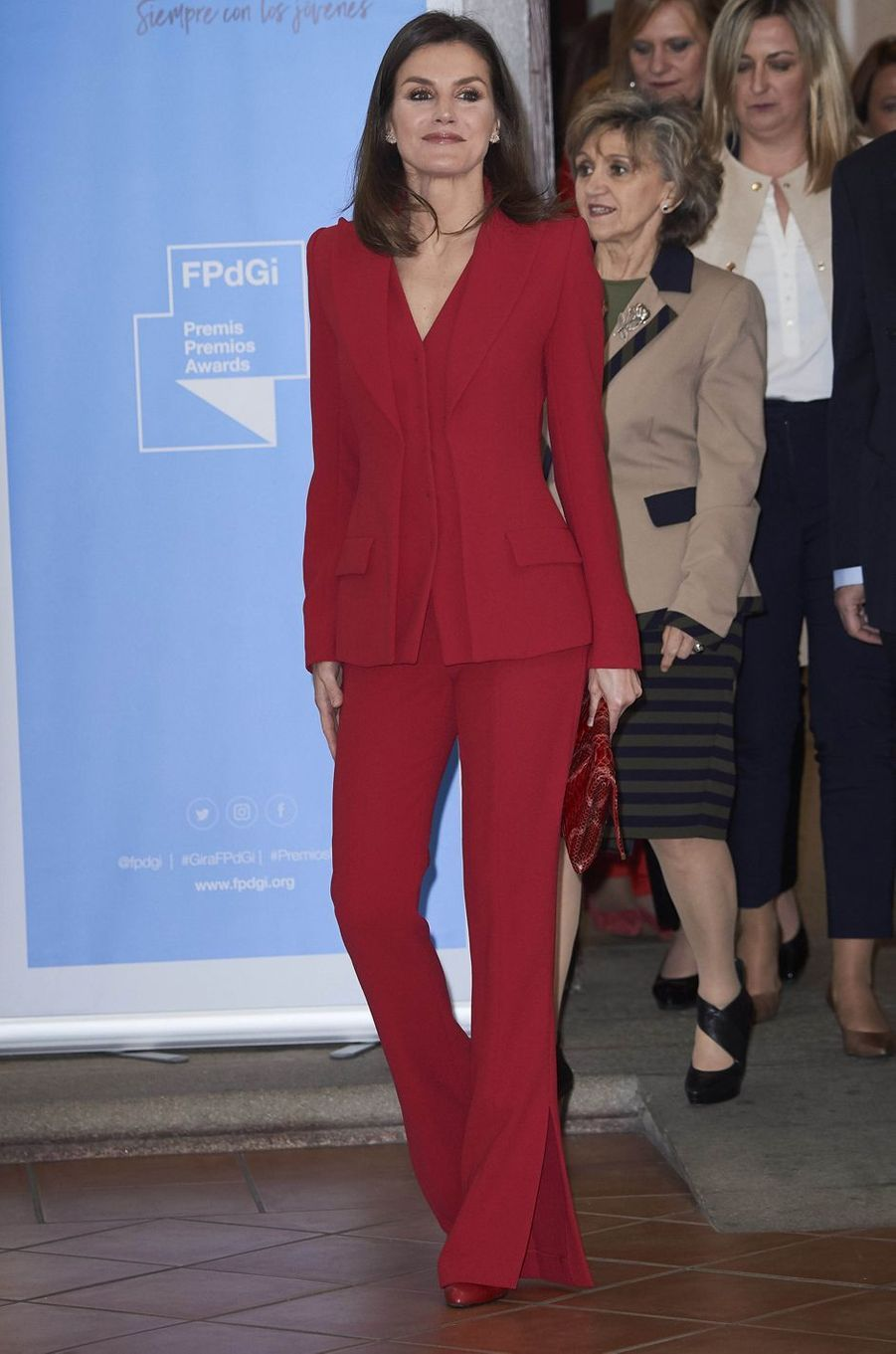 La reine Letizia d'Espagne en total look rouge à Cáceres, le 6 mars 2019