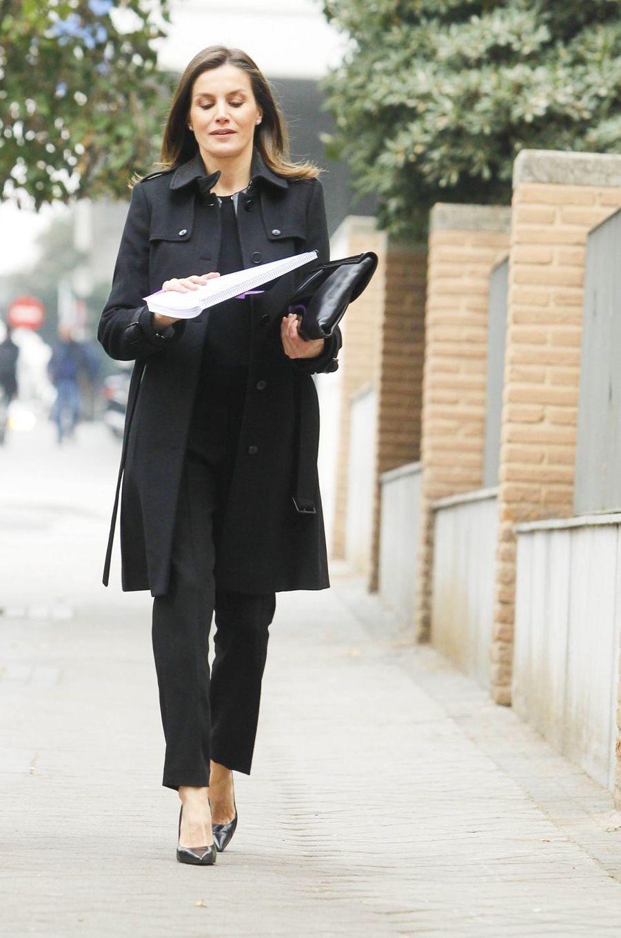 """La reine Letizia d'Espagne dans un look de """"working girl"""" à Madrid, le 17 janvier 2019"""