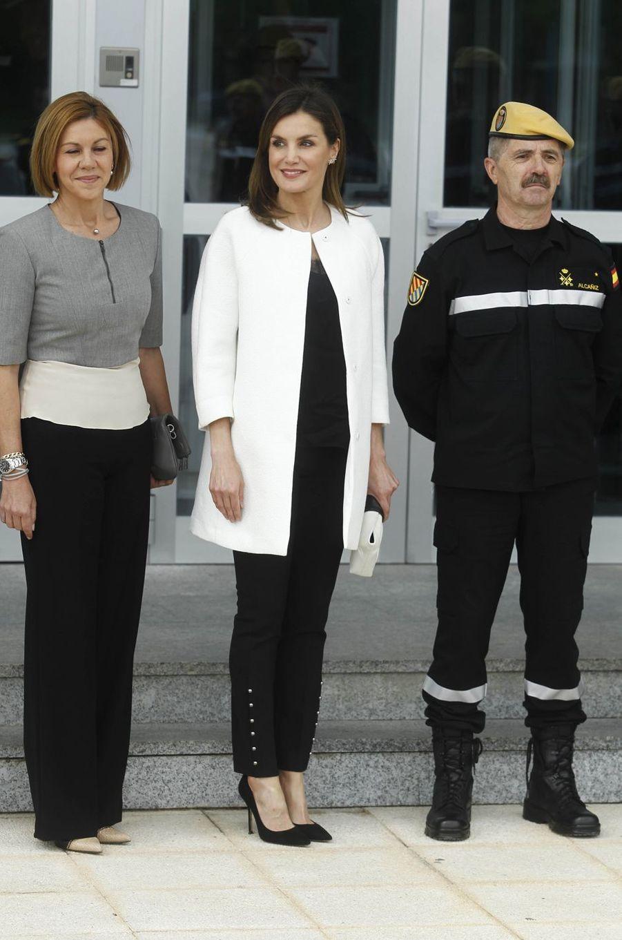 La reine Letizia d'Espagne, en black & white, à la base aérienne de Torrejón de Ardoz le 18 mai 2018