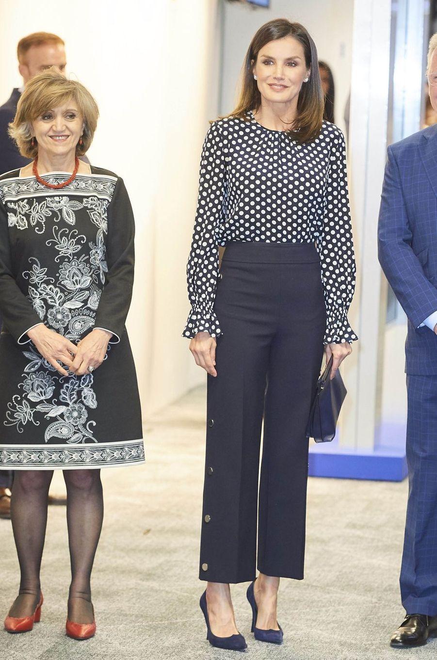 La reine Letizia d'Espagne en Carolina Herrera et Hugo Boss à Madrid, le 3 avril 2019
