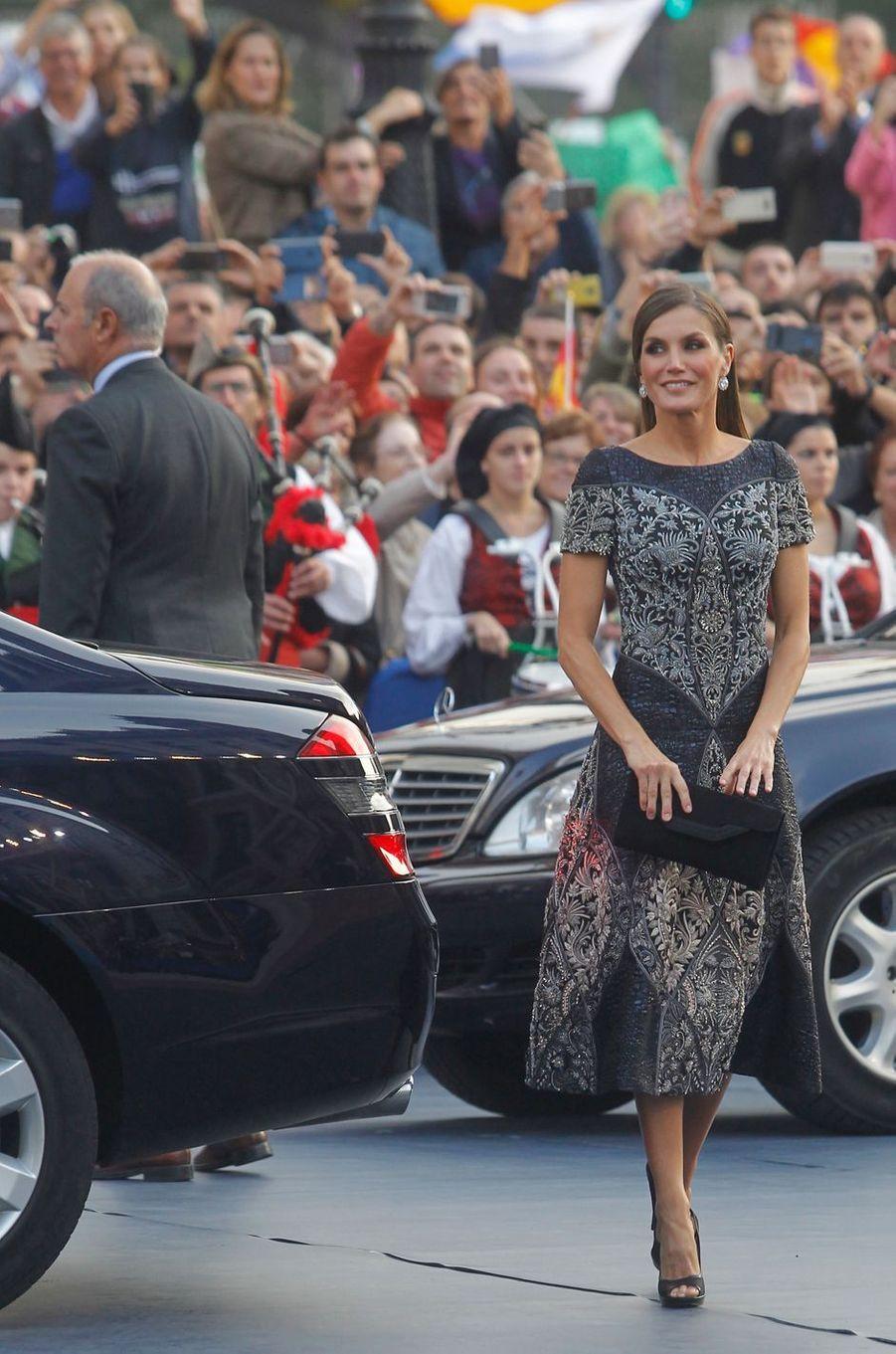 La reine Letizia d'Espagne arrive pour la remise du Prix des Asturies 2018 à Oviedo, le 19 octobre 2018