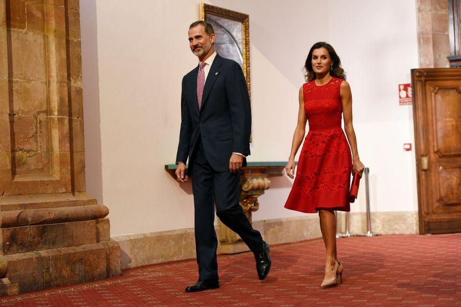 La reine Letizia et le roi Felipe VI d'Espagne à Oviedo, le 19 octobre 2018 au matin