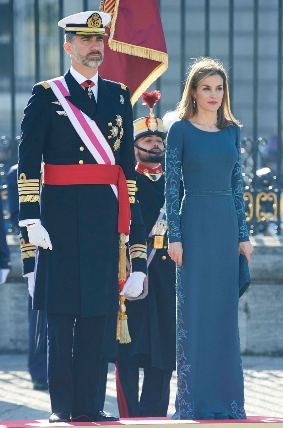 La reine Letizia d'Espagne dans une robe Felipe Varela à la Pascua Militar, le 6 janvier 2015