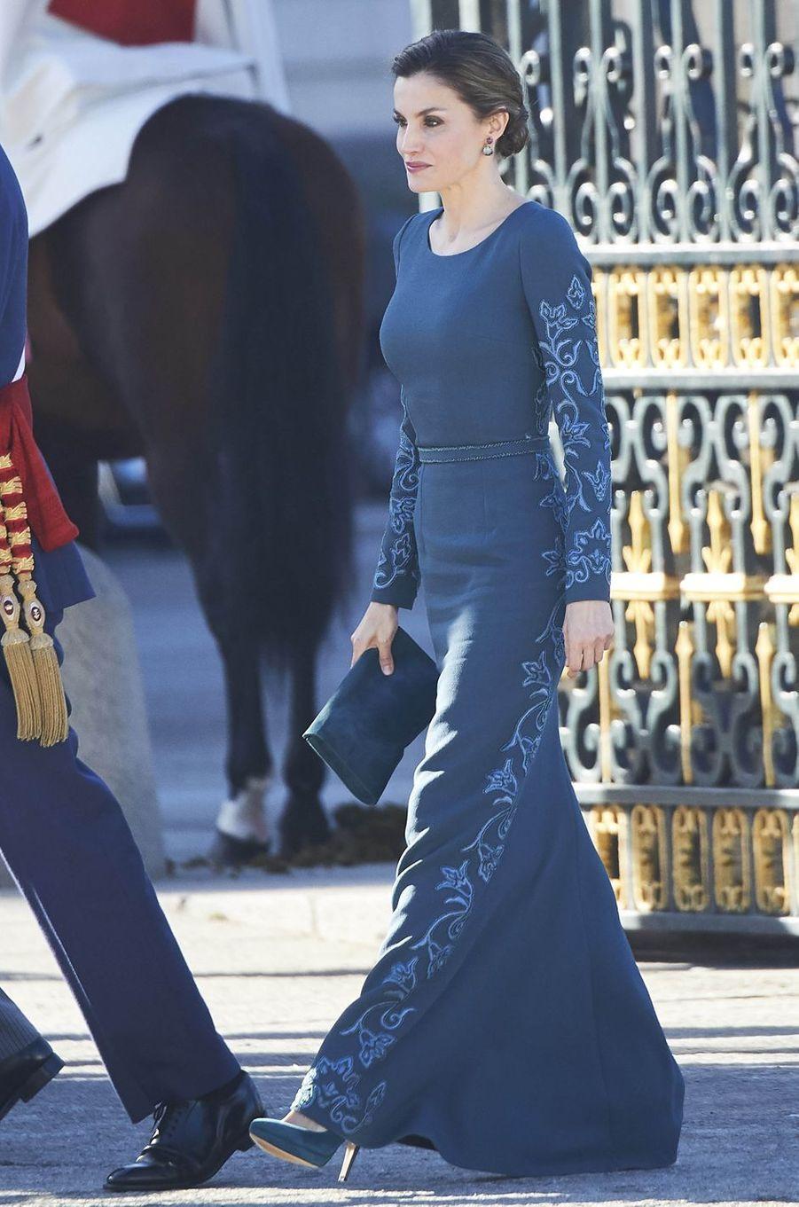 La reine Letizia d'Espagne dans une robe Felipe Varela à la Pascua Militar, le 6 janvier 2017