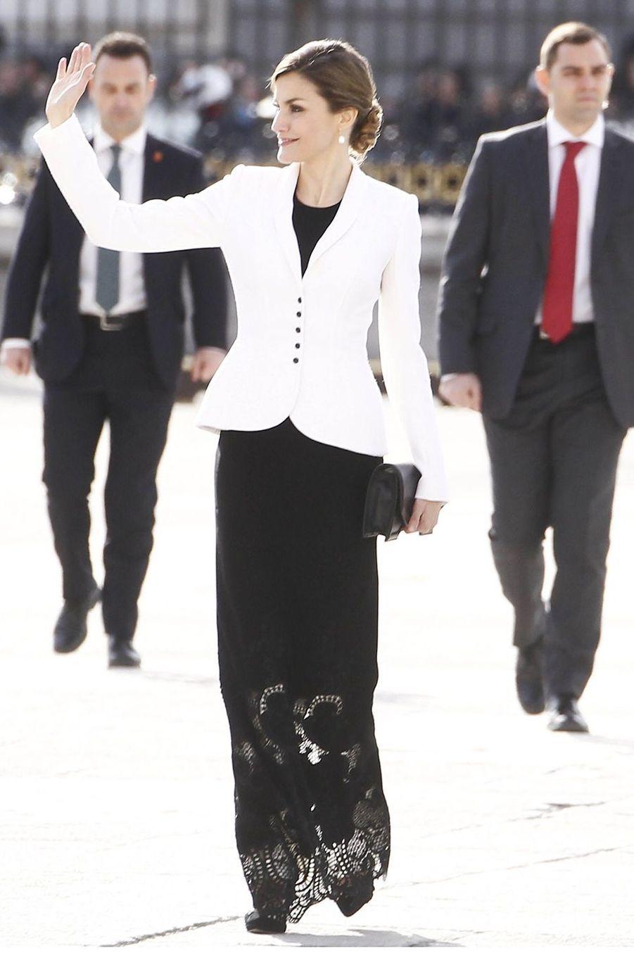 La reine Letizia d'Espagne dans un ensemble Felipe Varela à la Pascua Militar, le 6 janvier 2016