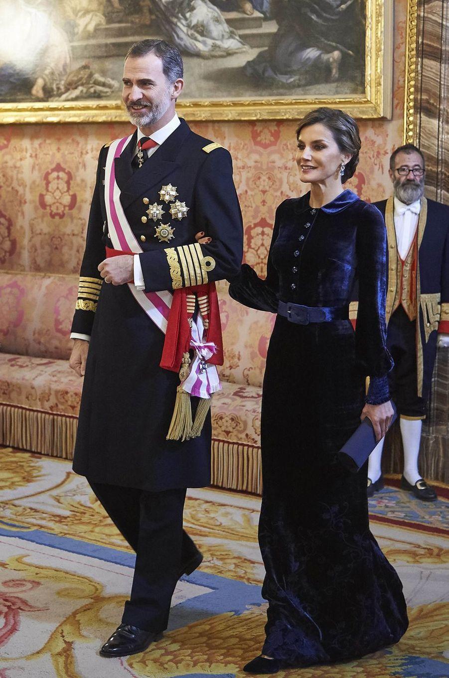 La reine Letizia d'Espagne dans une robe Felipe Varela à la Pascua Militar, le 6 janvier 2018