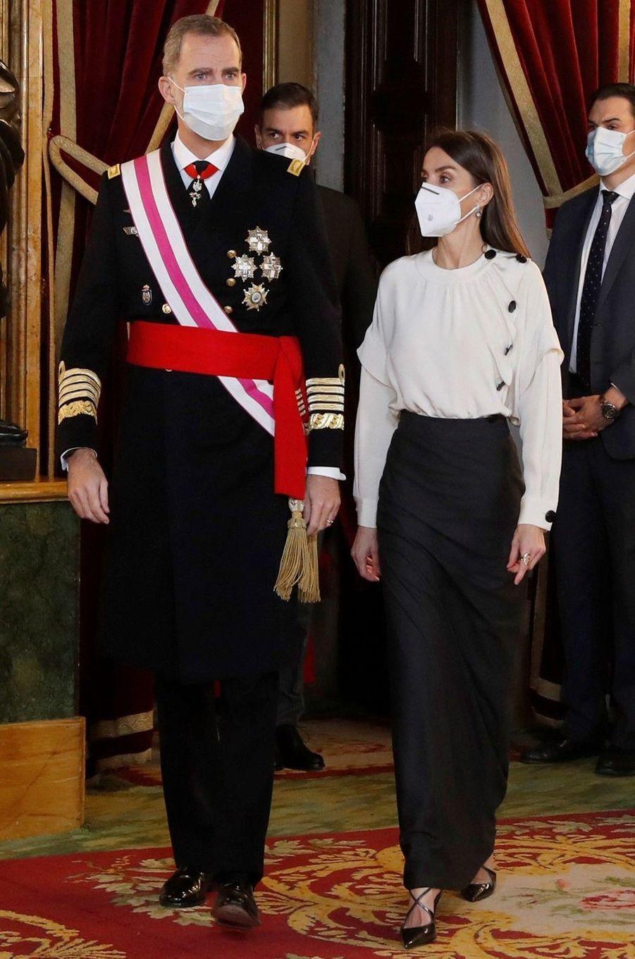 La reine Letizia d'Espagne dans une blouse Maksu à la Pascua Militar, le 6 janvier 2021