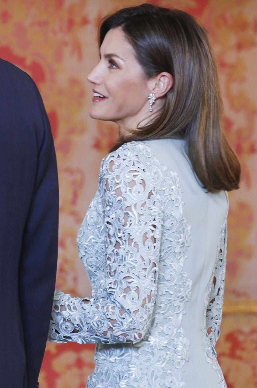 Les boucles d'oreille de la reine Letizia d'Espagne à Madrid, le 20 avril 2018