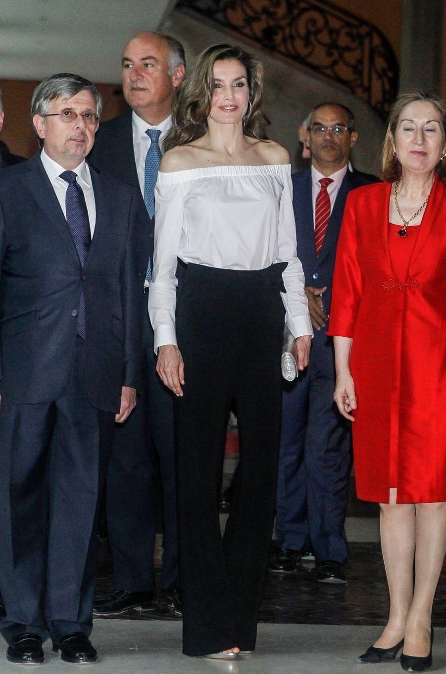 La reine Letizia d'Espagne à la Real Casa de Correos à Madrid, le 18 avril 2017