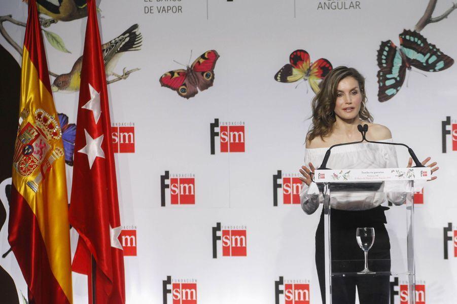 La reine Letizia d'Espagne à une remise de prix littérature jeunesse à Madrid, le 18 avril 2017