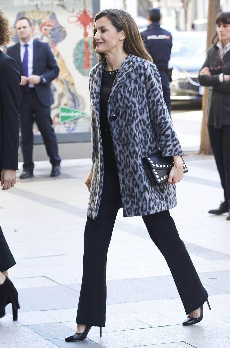 La reine Letizia d'Espagne dans un manteau léopard à Madrid, le 21 février 2018