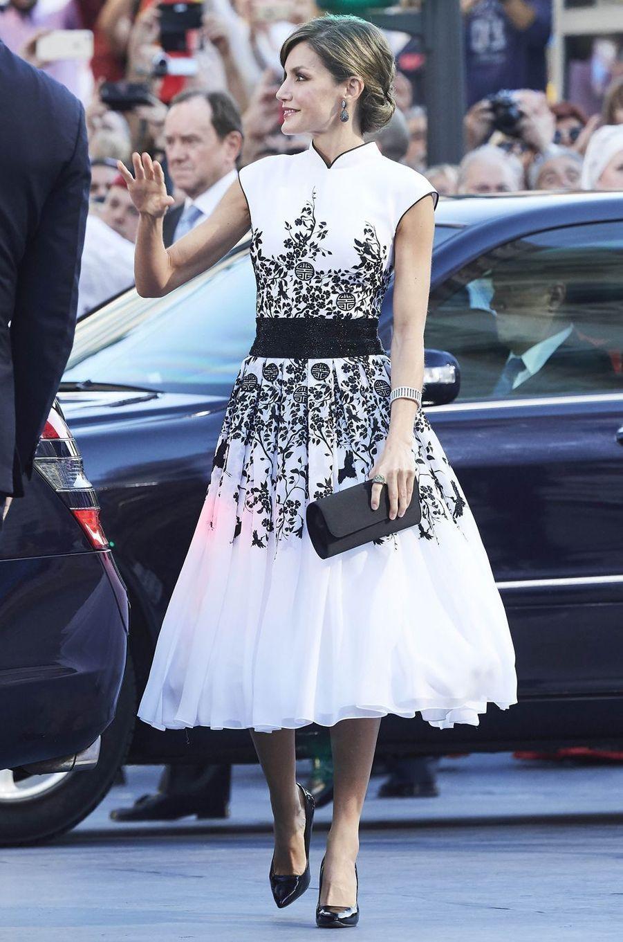 La reine Letizia d'Espagne en Felipe Varela à Oviedo, le 20 octobre 2017