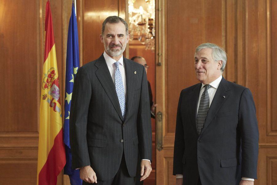Le roi Felipe VI d'Espagne avec le président du Parlement européen Antonio Tajani à Oviedo, le 20 octobre 2017