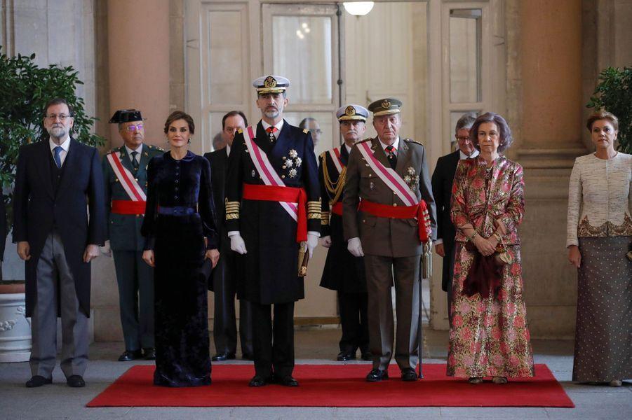 La reine Letizia et le roi Felipe VI avec l'ancien roi Juan Carlos et l'ancienne reine Sofia d'Espagne à Madrid, le 6 janvier 2018