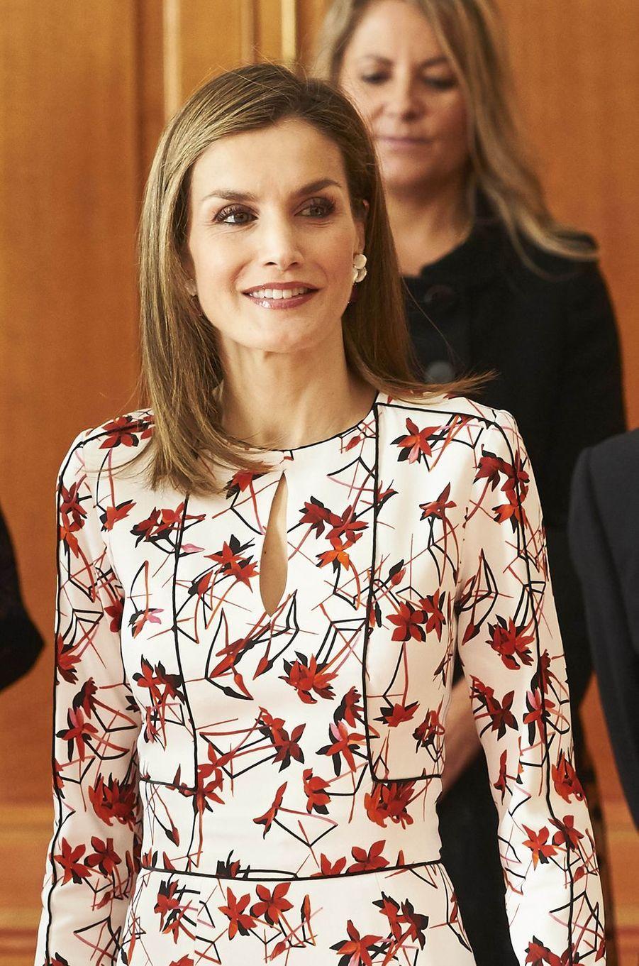La reine Letizia d'Espagne dans une robe Carolina Herrera à Oviedo, le 21 octobre 2016