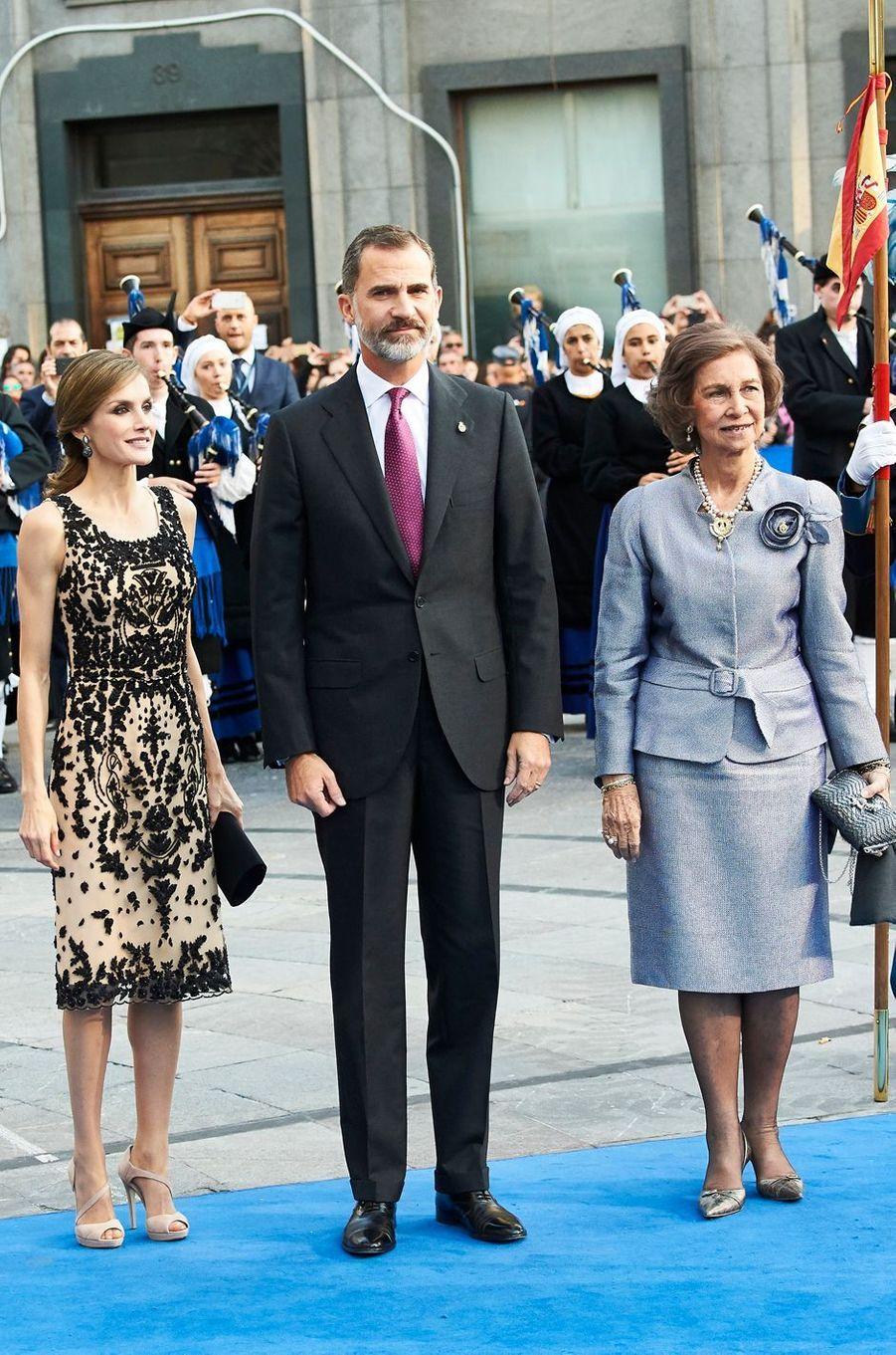 Letizia enfile une robe bijou pour le prix Princesse des Asturies