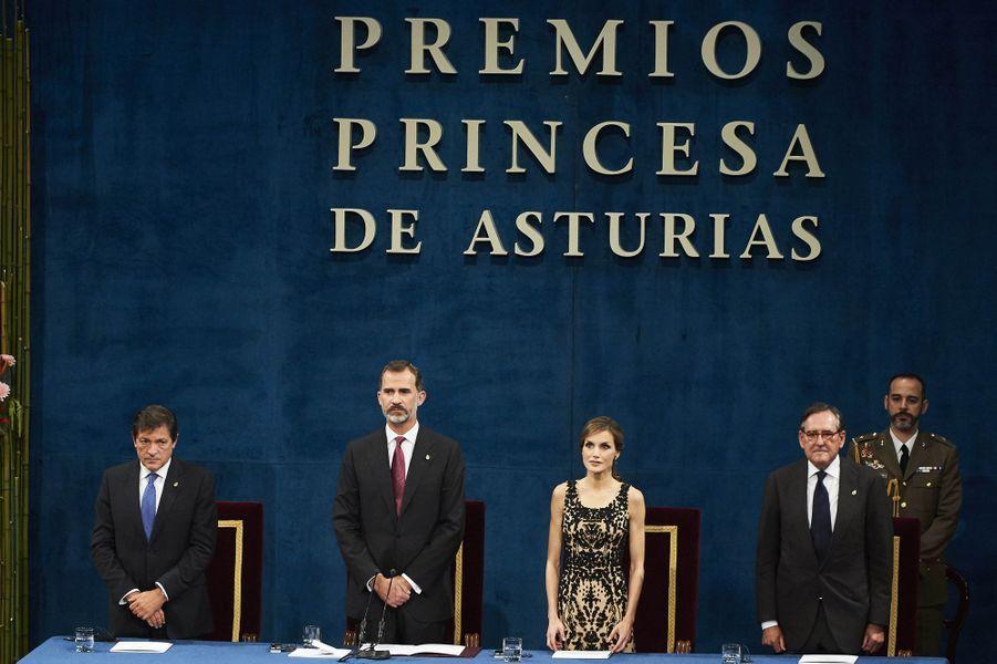 La reine Letizia et le roi Felipe VI d'Espagne à Oviedo, le 21 octobre 2016, lors de la remise du prix princesse des Asturies