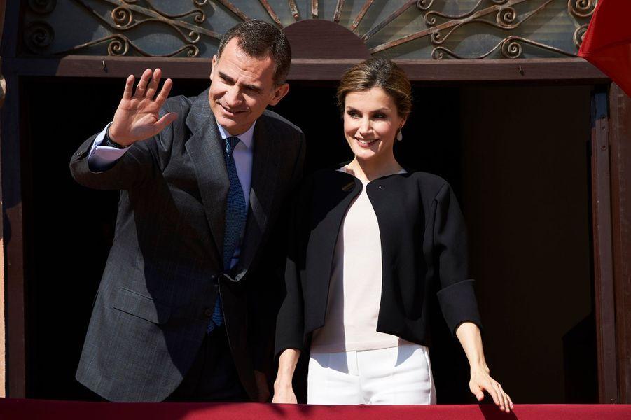 La reine Letizia et le roi Felipe VI d'Espagne à Villanueva de los Infantes, le 18 mai 2016