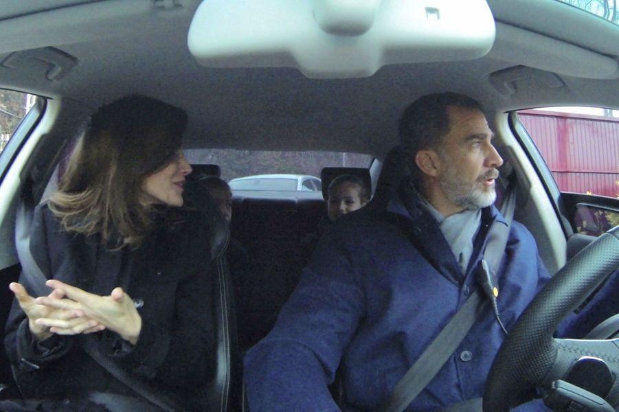 Le roi Felipe VI et la reine Letizia d'Espagne avec les princesses Leonor et Sofia, à Madrid le 10 janvier 2018