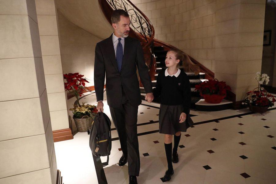 Le roi Felipe VI d'Espagne avec la princesses Leonor, à Madrid le 10 janvier 2018