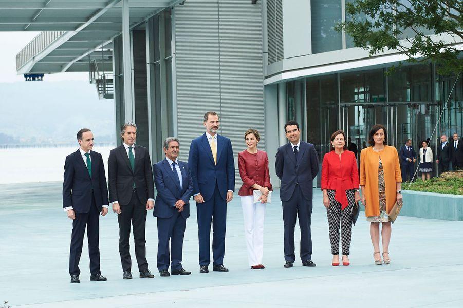 La reine Letizia et le roi Felipe VI d'Espagne devant le centre Botin à Santander, le 23 juin 2017