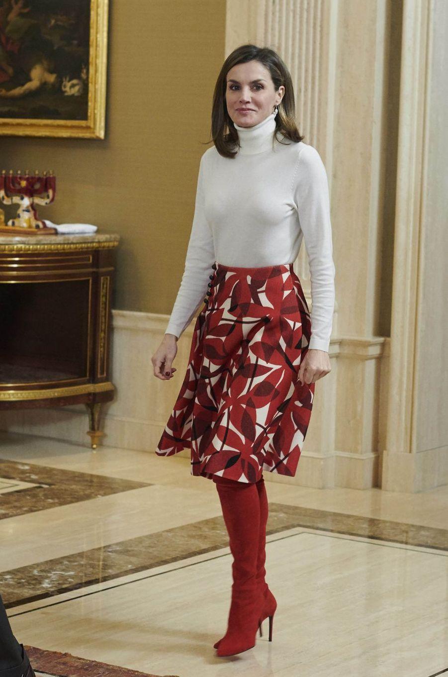 La reine Letizia d'Espagne dans une jupe Carolina Herrera à Madrid, le 6 mars 2018