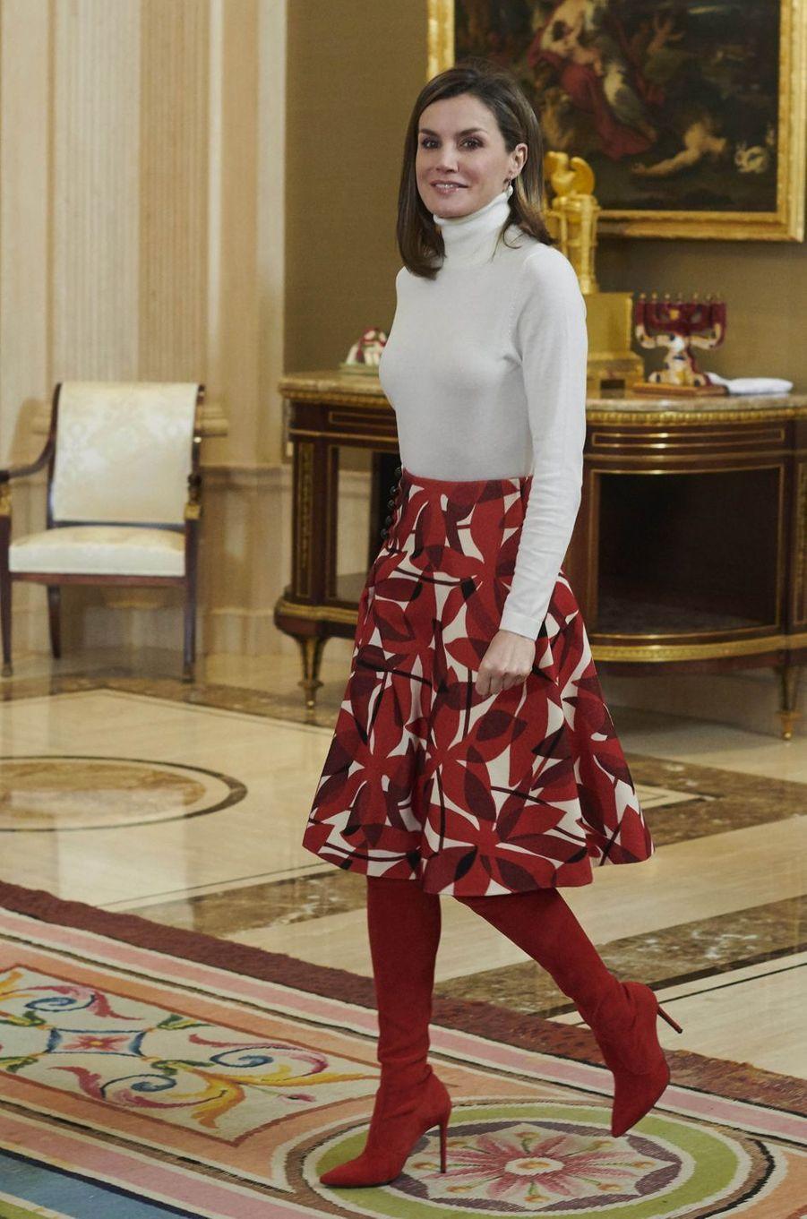 La reine Letizia d'Espagne porte ses cuissardes Magrit à Madrid, le 6 mars 2018