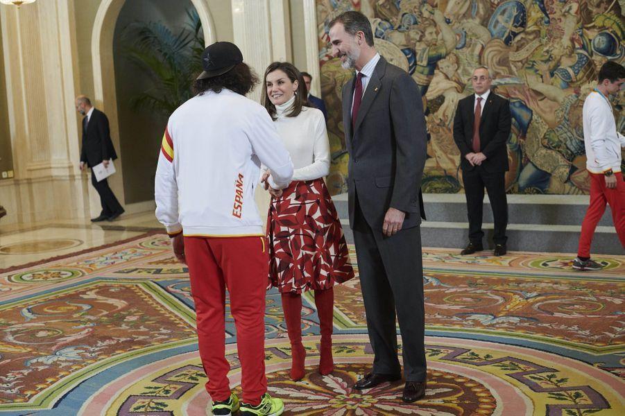 La reine Letizia et le roi Felipe VI d'Espagne reçoivent les sportifs des JO d'hiver 2018 à Madrid, le 6 mars 2018