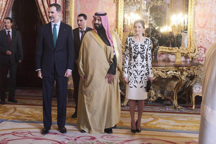 La reine Letizia et le roi Felipe VI d'Espagne avec le prince Mohammed ben Salmane d'Arabie saoudite à Madrid, le 12 avril 2018