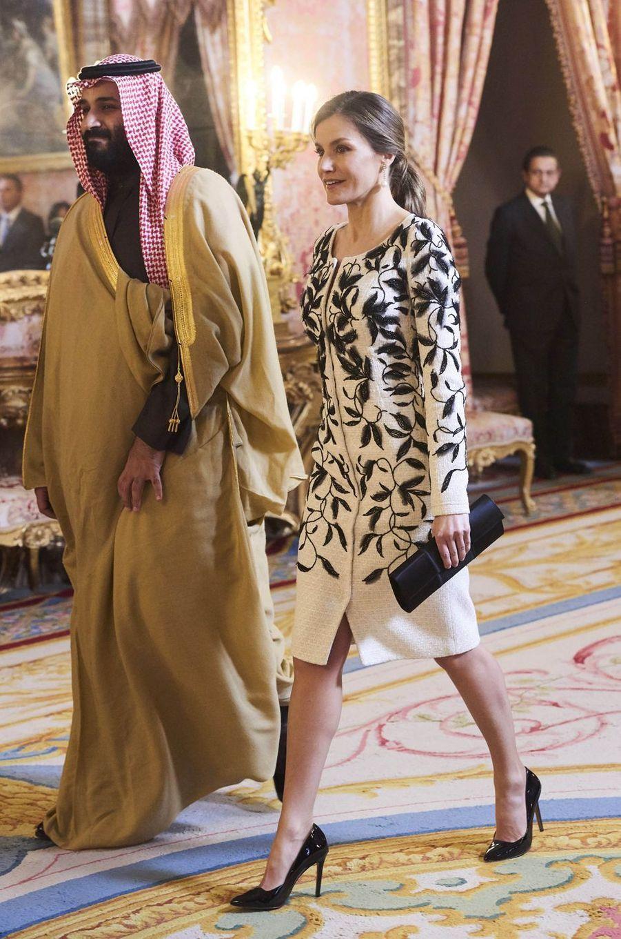 La reine Letizia d'Espagne avec le prince héritier saoudien Mohammed ben Salmane à Madrid, le 12 avril 2018