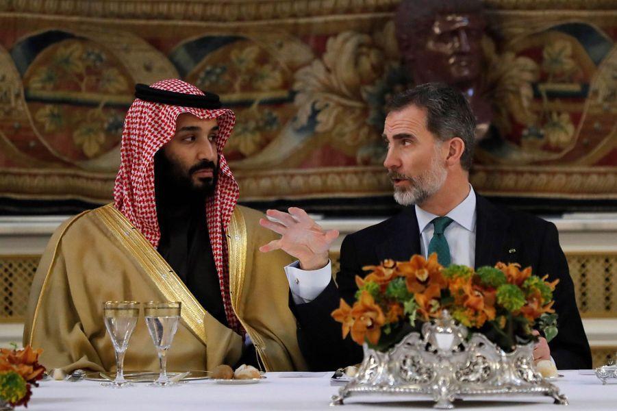 Le roi Felipe VI d'Espagne avec le prince héritier saoudien Mohammed ben Salmane à Madrid, le 12 avril 2018
