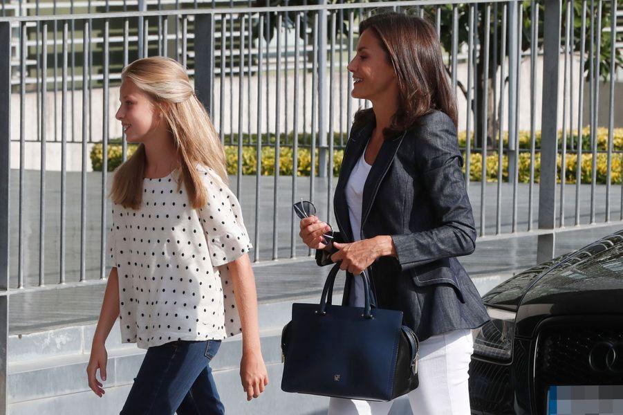 La reine Letizia d'Espagne et sa fille aînée la princesse Leonor à Madrid, le 30 août 2019
