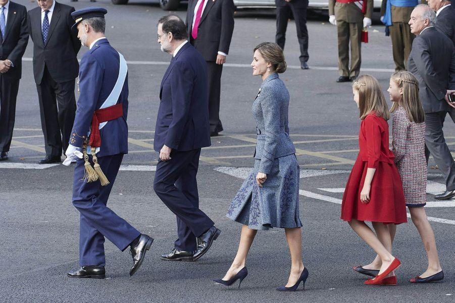 La reine Letizia et le roi Felipe VI d'Espagne avec leurs filles les princesses Leonor et Sofia à Madrid, le 12 octobre 2017